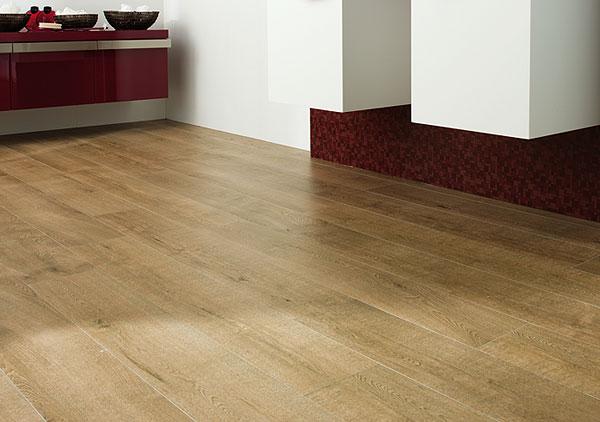 Dřevěné podlahy nebo dlažba imitující dřevo?