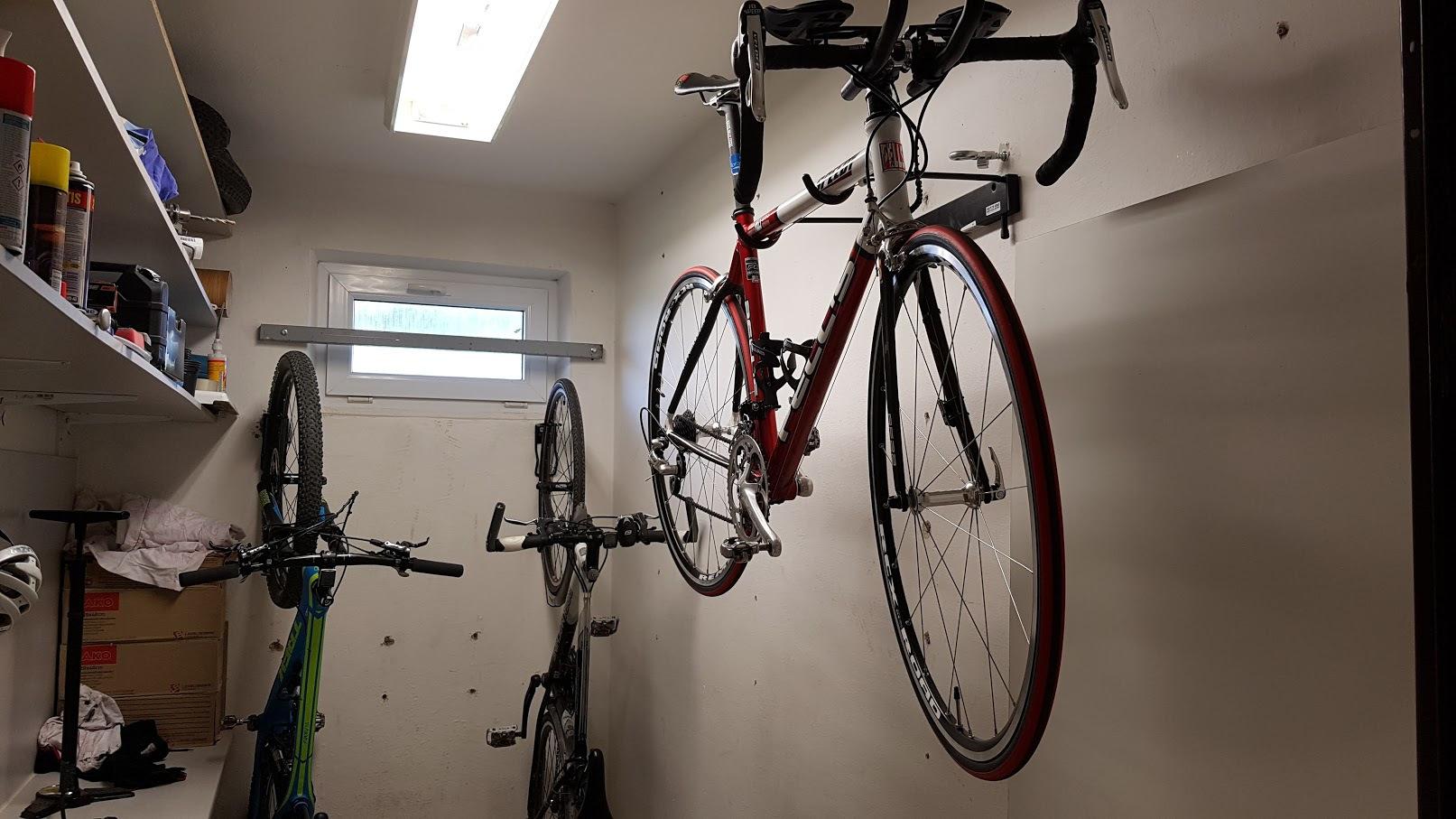 Držák na kolo na zeď
